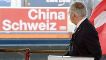 Wie soll die Schweizer Politik reagieren, wenn die Chinesen eine Firma, wie Syngenta kaufen?steffen sch,midt/keystone