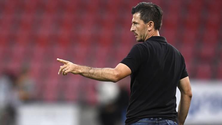 Marinko Jurendic ist nicht zufrieden mit der Leistung des Schiedsrichters.