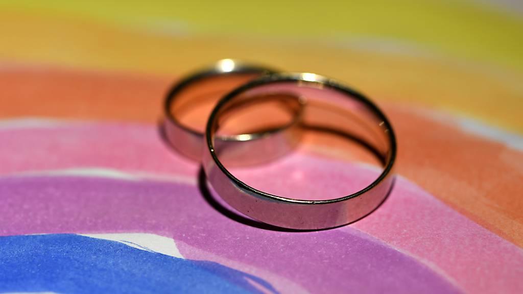 Erste Hochzeit im TV: Ehe für alle tritt in Costa Rica in Kraft