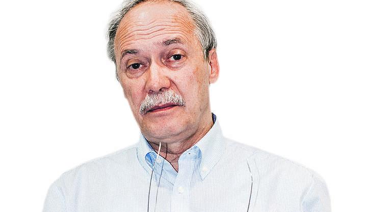 Der promovierte Ökonom ist seit 2010 Direktor der liberalen Denkfabrik Avenir Suisse. Zuvor war er ab 1981 Mitglied der Wirtschaftsredaktion der «Neuen Zürcher Zeitung», ab 1994 leitete er sie, ab 2008 war er zusätzlich stellvertretender Chefredaktor. Schwarz ist Verfasser zahlreicher Bücher und Träger mehrerer Preise.