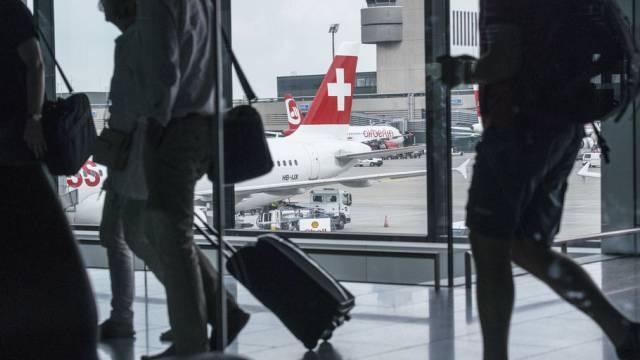 Reisende am Flughafen Zürich (Archiv)