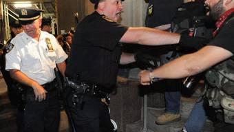 Auseinandersetzung zwischen Polizisten und Anhängern der Occupy-Bewegung in New York