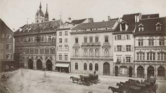 Früher war alles besser: So sah es vor dem Rathaus aus, als der Langsamverkehr noch Vorrang hatte. Links-grün wünscht sich diese Zeit zurück, quasi.