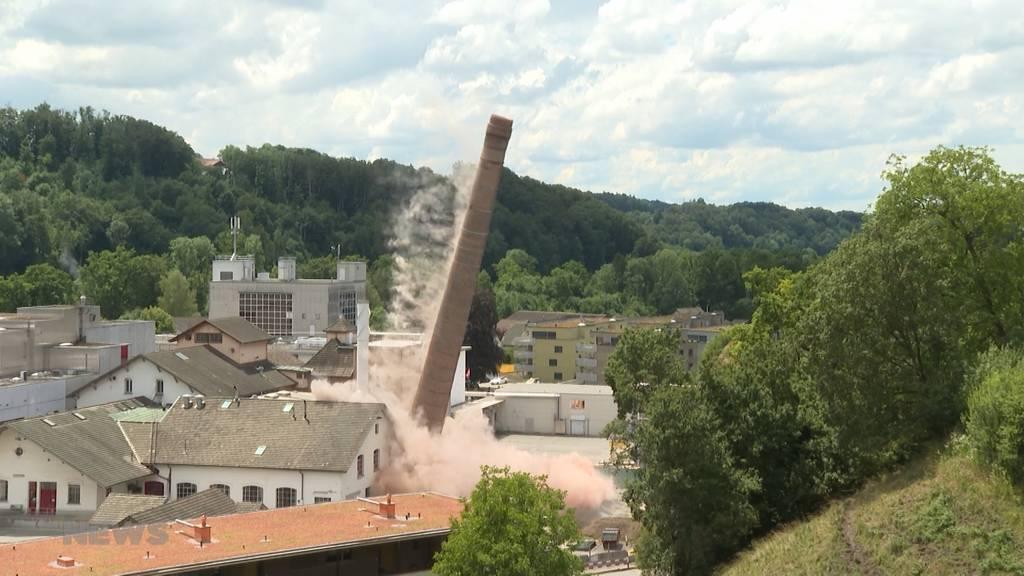 118 Jahre alter Kaminturm in Neuenegg gesprengt