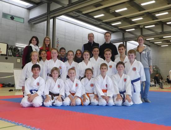 Teilnehmer des Karateclubs Ishin Gipf-Oberfricks mit Coaches.