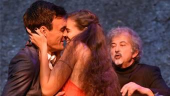 Eine Szene aus dem Freilichttheater mit Romeo (Lorenzo Pedrocchi) und Julia (Jamie Mahlstein). Archiv