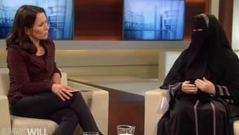 Anne Will (links) diskutierte im ARD-Studio unter anderem mit der Schweizerin Nora Illi über Radikalisierung.
