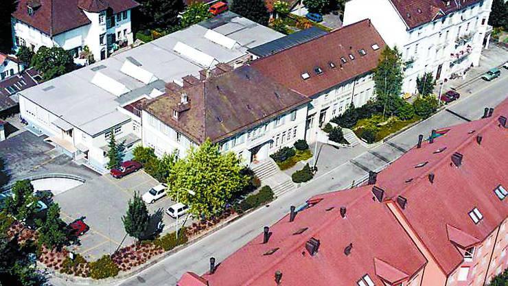 Neue Nutzung: Im Druckereigebäude an der Bahnhofstrasse soll ein Gewerbezentrum entstehen. (Bild: zvg)