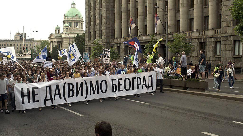 Erneut haben in Belgrad Tausende gegen ein Stadtentwicklungsprojekt protestiert.