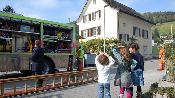 Ein Löschfahrzeug der Feuerwehr ist etwas Faszinierendes. In Eggenwil gibt es jetzt ein neues. Archiv