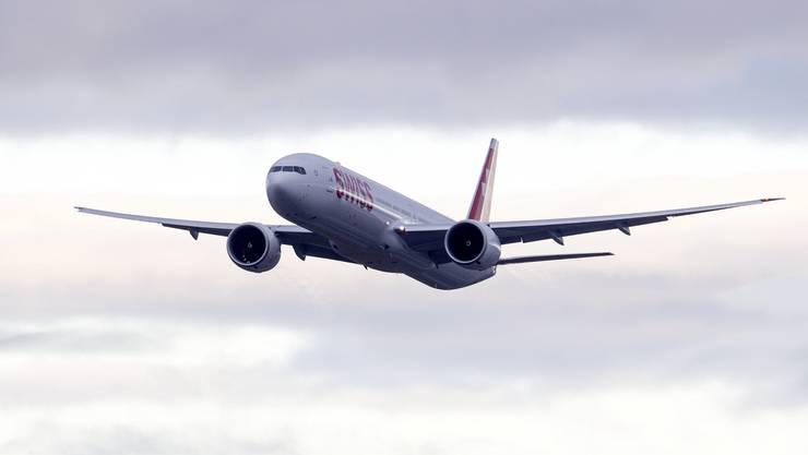 Ankunft der Boing 777-300ER in Zürich-Kloten: Das neue Flaggschiff der Swiss - die «Triple Seven» – erstmals über Schweizer Luftraum.