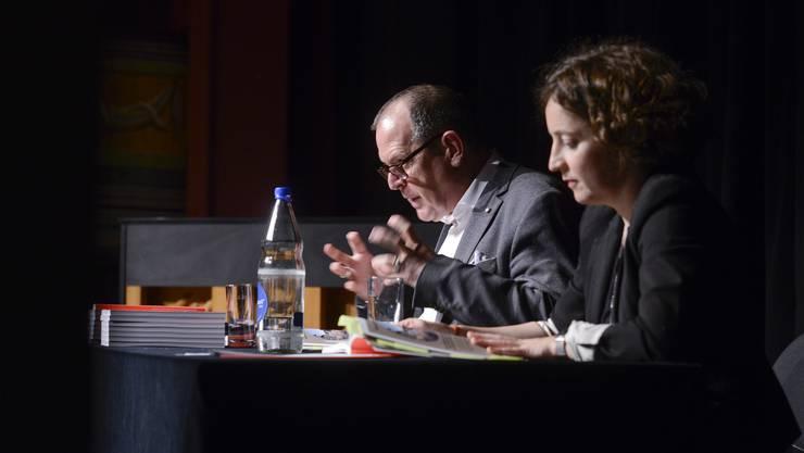 Sie stellen das Programm der kommenden Saison vor: Tobs-Direktor Dieter Kaegi und Margrit Sengebusch (Dramaturgie Schauspiel)