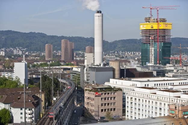 Blick vom Dach der Swissmill über den SBB Viadukt Wipkingen und den Stadtkreis 5 von Zürich.
