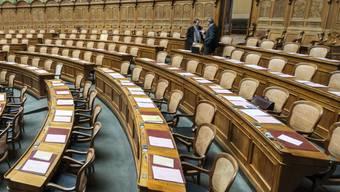 Ab heute Montag kommt wieder Leben in den Nationalrats-Saal. Wichtigste Themen der Herbstsession sind die Umsetzung der Masseneinwanderungsinitiative und die Reform der Altersvorsorge. (Archivbild)