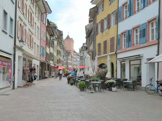 Hier der Blick auf die Einkaufsstrasse vom Schweizer Rheinfelden.