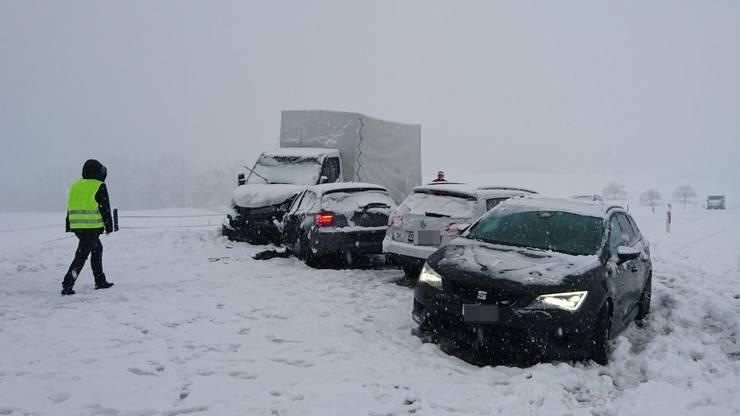 Der Wintereinbruch sorgte im morgendlichen Berufsverkehr für haufenweise Blechschäden.