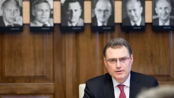 Nationalbank-Präsident Thomas Jordan ist Chef einer traditionsreichen Institution.  Unzufriedene Mitarbeiterinnen zwingen ihn gerade, diese kritisch zu hinterfragen.