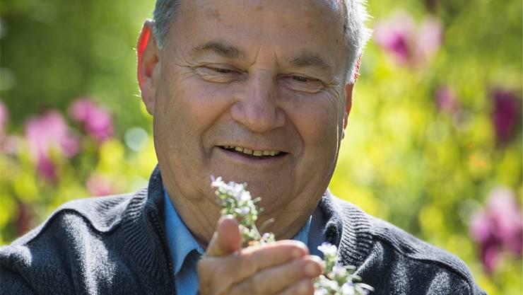 Drogist Claude Roggen hat ein Buch über Heilkräuter geschrieben. Er ist Drogist mit Leib und Seele. ZVG/Alain Wicht