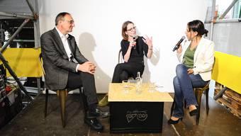 Talk mit Beat von Wartburg(CMS) und Elisabeth Pestalozzi(CMS) mit bz Redaktorin Martina Rutschmann an der Basel Live während der Muba.