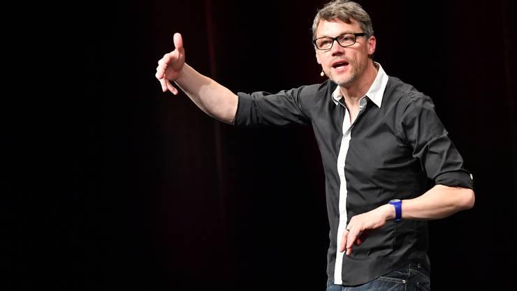 Christoph Sieber anlässlich der Übergabe des Schweizer Kabarett-Preises, «Cornichon», mit seinem Programm «Hoffnungslos optimistisch»