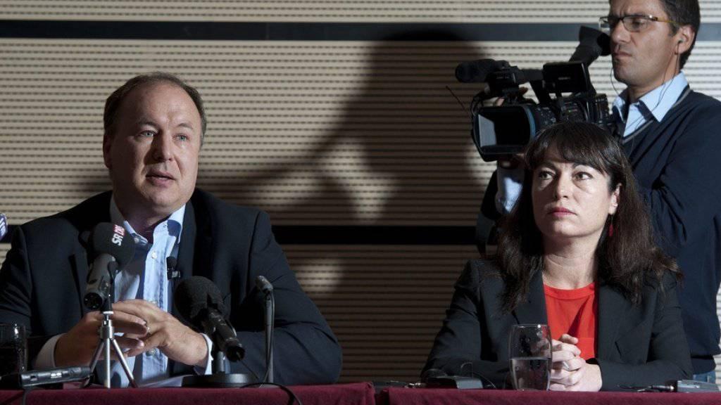 Staatsrat Pierre-Yves Maillard (l.) will 2019 nicht für den frei werdenden Sitz von Géraldine Savary kandidieren. (Archiv)