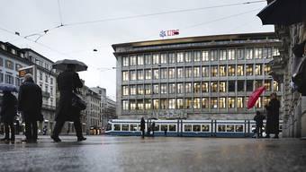 Dunkle Wolken über dem Schweizer Bankenplatz: Die US-Justiz droht Geldhäusern wegen Hypothekengeschäften hohe Zahlungen an. Bei der Deutschen Bank fordert das Justizministerium 14 Milliarden Dollar. Auch die Schweizer Grossbanken stehen im Visier der US-Behörde.