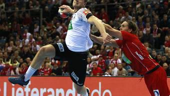 Im EM-Halbfinal gegen Norwegen zuweilen nicht zu stoppen: Deutschlands Julius Kühn (links)