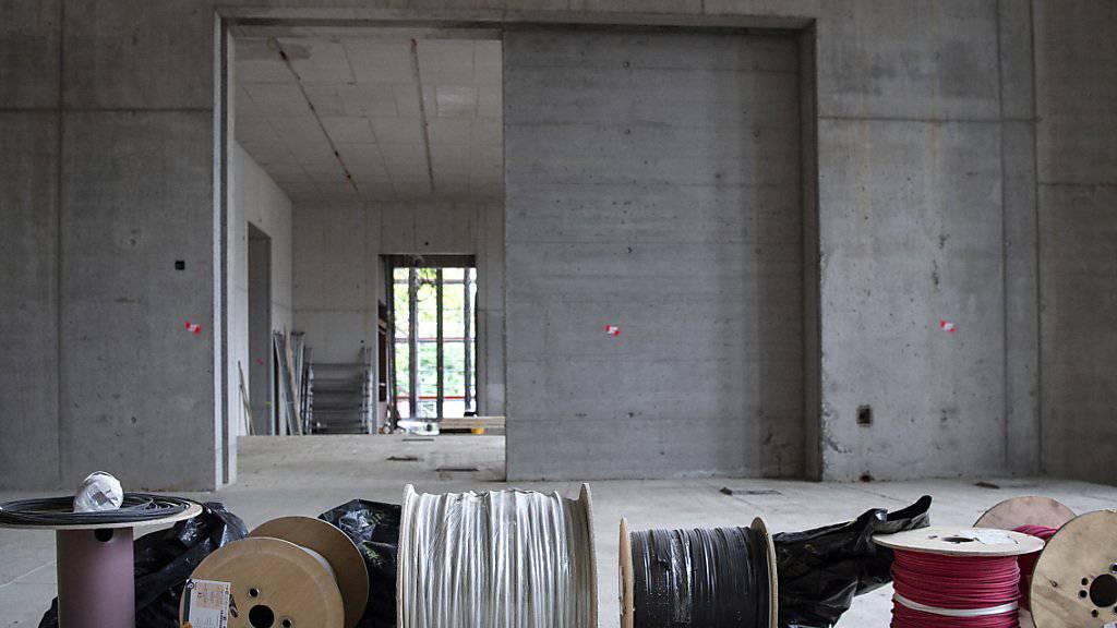 """Der Rohbau der Kunsthaus-Erweiterung in Zürich ist fertig. Noch ist nicht viel zu sehen, die Dimension und die Proportionen des Gebäudes lassen sich anlässlich der """"Aufrichte"""" allerdings bereits erleben."""
