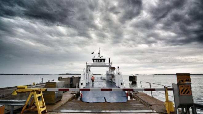 Schwimmende Strassen werden die Fähren auf Åland genannt. Diese hier führt auf die Insel Leonsaari. Foto: Samuel Schumacher