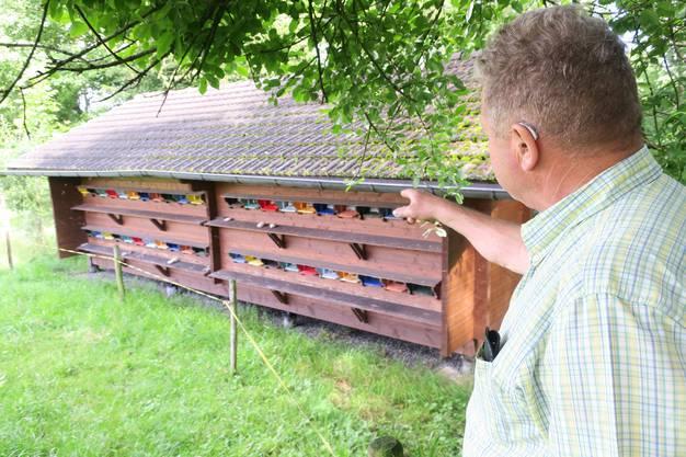 Das Bienenhaus auf dem Hof der Familie Dubs