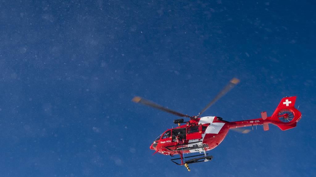 Skifahrer prallt in Baum und stirbt noch auf der Unfallstelle