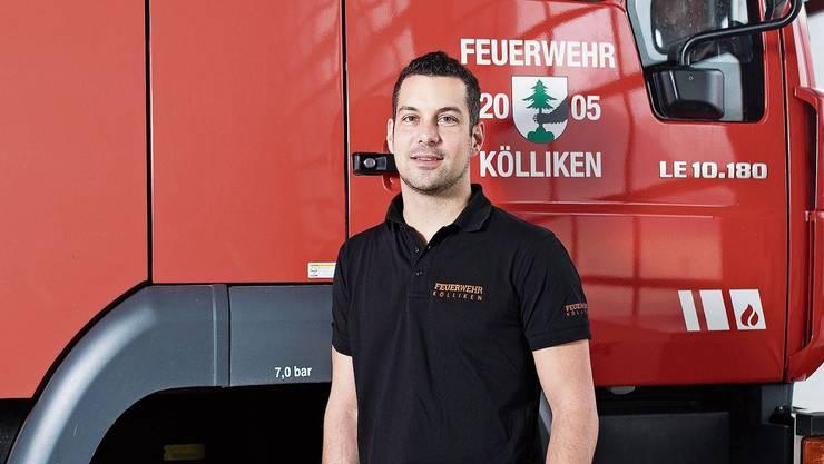 Der neue Kommandant Fabian Bircher (35) im Feuerwehrlokal Kölliken.