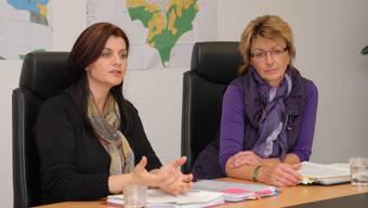 Jeannette Knecht (links) und Gaby Essig erklären das Konzept. (wal)