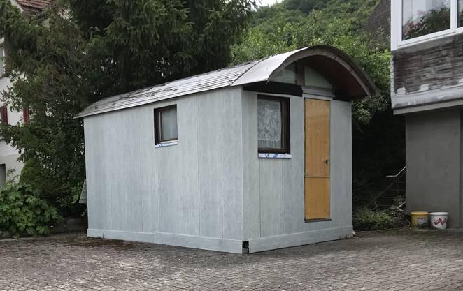 In dieser Hütte lebt der Beschuldigte.