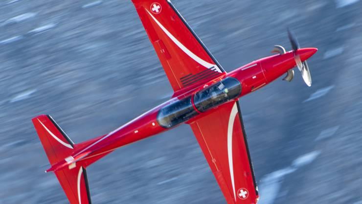 Eine PC-21 der Flugzeugwerke Pilatus in Stans. Dienstleistungen für dieses Trainingsflugzeug erbringt das Unternehmen auch in Saudi-Arabien. (Archivbild)