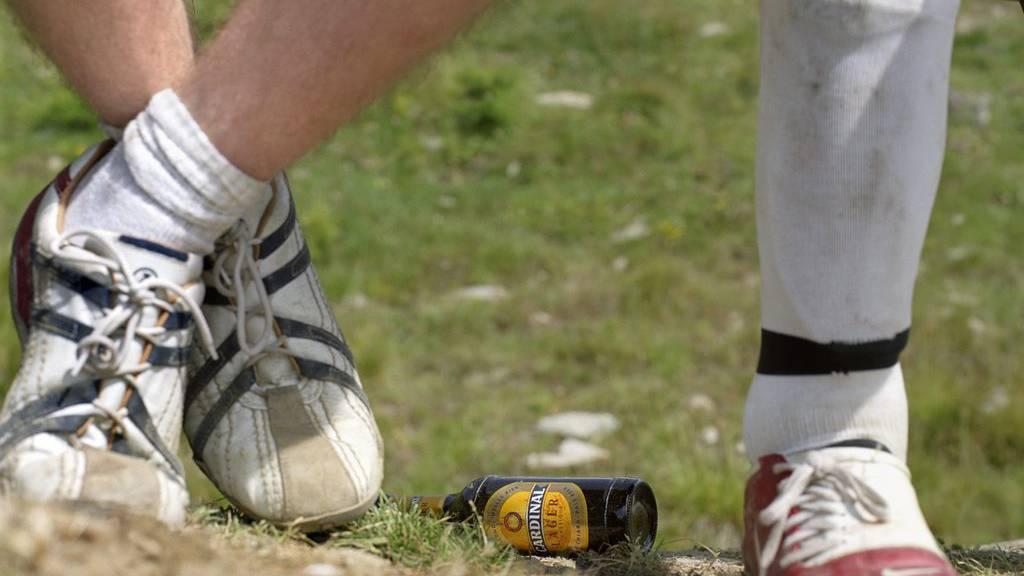 Alkohol gehört für viele Hobby-Fussballer zu einem Grümpelturnier dazu. (Symbolbild)