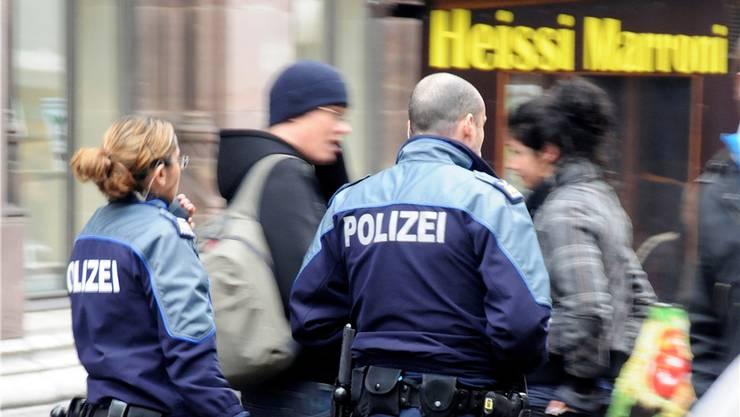 Derzeit sind sie in der Freien Strasse dauerpräsent: Fusspatrouillen der Basler Polizei.