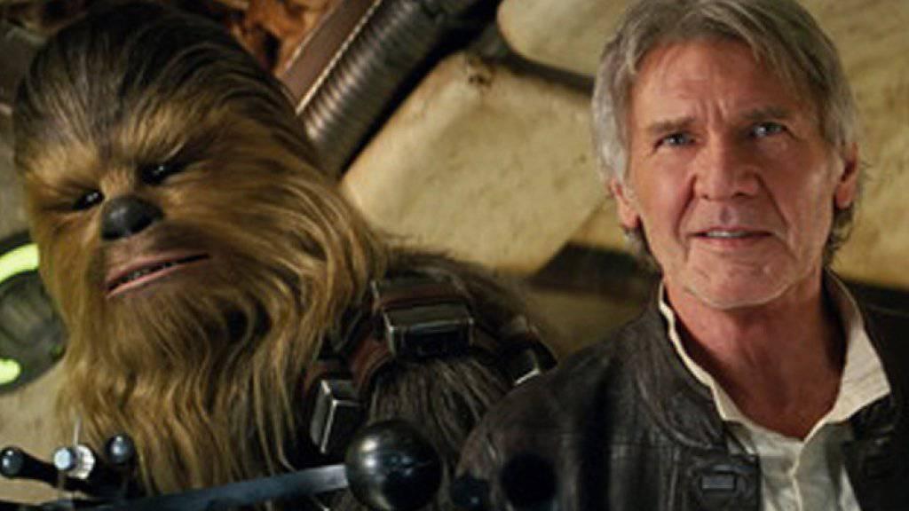 """Wiedersehen mit alten Bekannten: Harrison Ford als Han Solo mit Chewbacca im neuen """"Star Wars""""-Film. (Archiv)"""