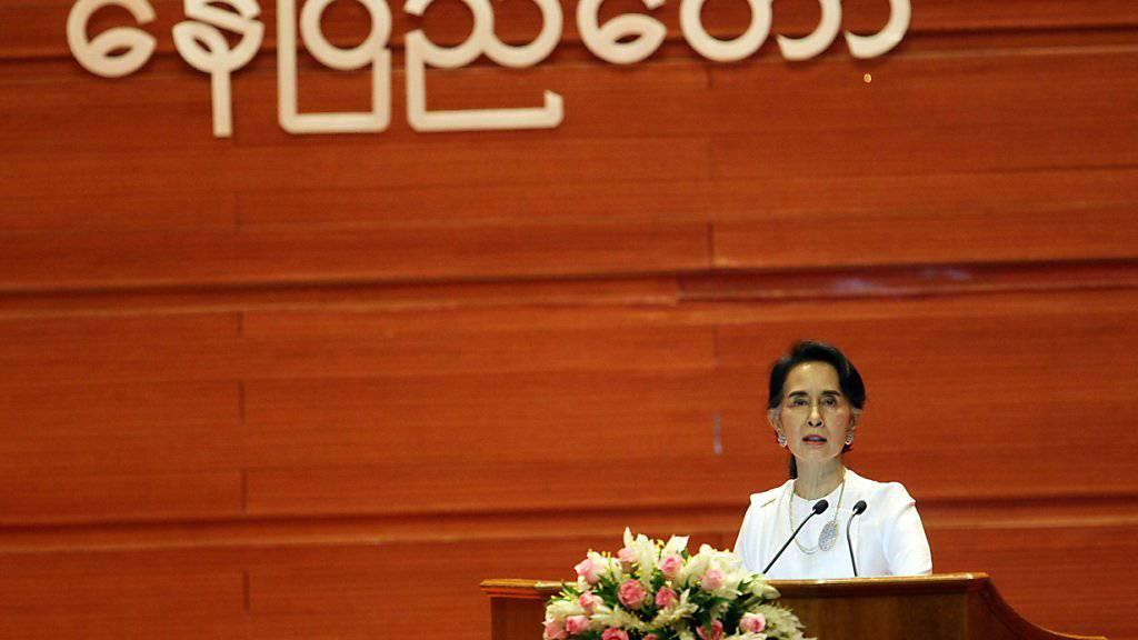 Die Friedenskonferenz hätte viel früher stattfinden müssen, sagte Aussenministerin Suu Kyi zum Auftakt des Treffens.
