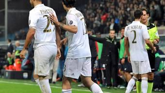 Milans Gabriel Paletta (links) muss in der 56. Minute nach der Roten Karte das Feld verlassen