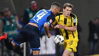 Packende Zweikämpfe in Sinsheim: Dortmunds Matthias Ginter (rechts) und Hoffenheims Sandro Wagner