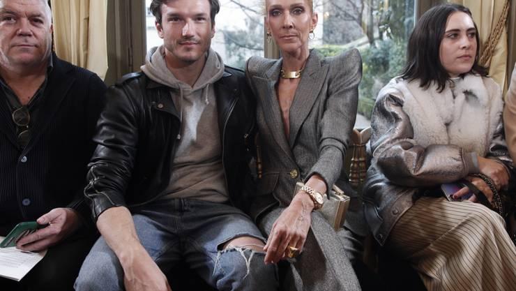 Es ist nicht das, wonach es aussieht: Sängerin Céline Dion und der spanische Tänzer Pepe Munoz (2.v.l.) sind nur Freunde.