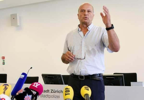 Filippo Leutenegger an der Pressekonferenz