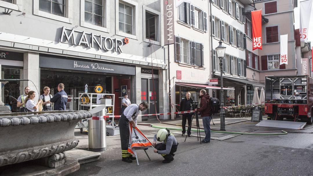 a526fbc57a1832 Feuerwehr muss nach Rohrbruch im Manor-Restaurant vier Stunden lang pumpen  - Solothurn Stadt - Solothurn - az Solothurner Zeitung