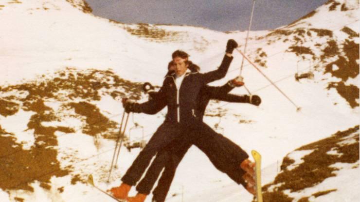 Die Kehrli-Brüder aus dem Berner Oberland fuhren in den 1970-er Jahren zu dritt auf zwei Skis ins Tal.