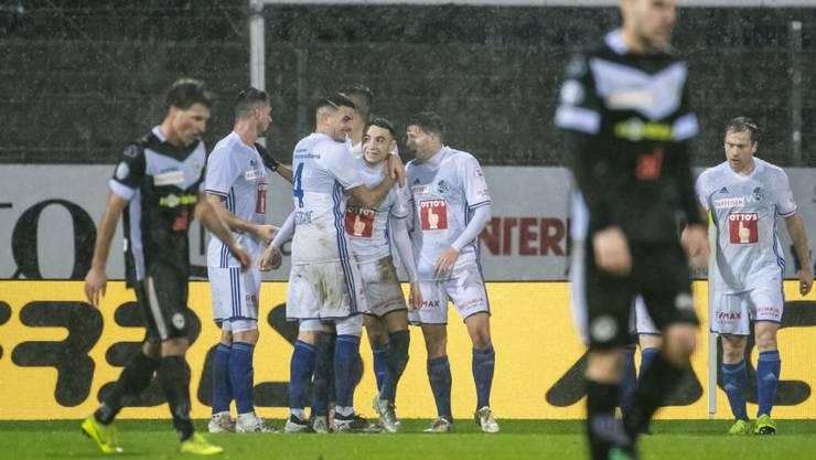 Luzerner Jubel im Tessiner Regen: Die FCL-Spieler nach dem 1:0-Führungstor in Lugano
