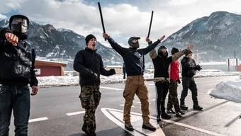 Soldaten spielen Demonstranten für WEF 2019