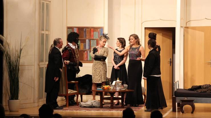 Mit dem Gourmet-Theater «Othello darf nicht platzen» hat das Aargauische Freilicht-Spektakel in Zusammenarbeit mit der «Krone» Lenzburg am Freitag gewissermassen eine doppelte Premiere gefeiert.