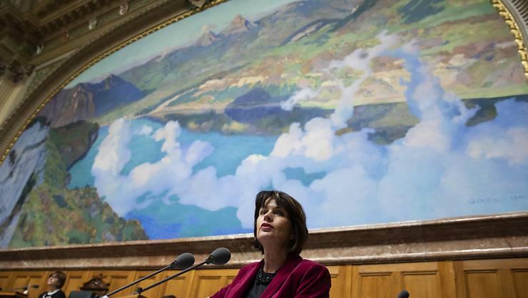 Der Nationalrat will keine CO2-Abgabe auf Flugtickets. Das hat er am Montag beschlossen. Auch Umweltministerin Doris Leuthard wollte die Abgabe nicht.