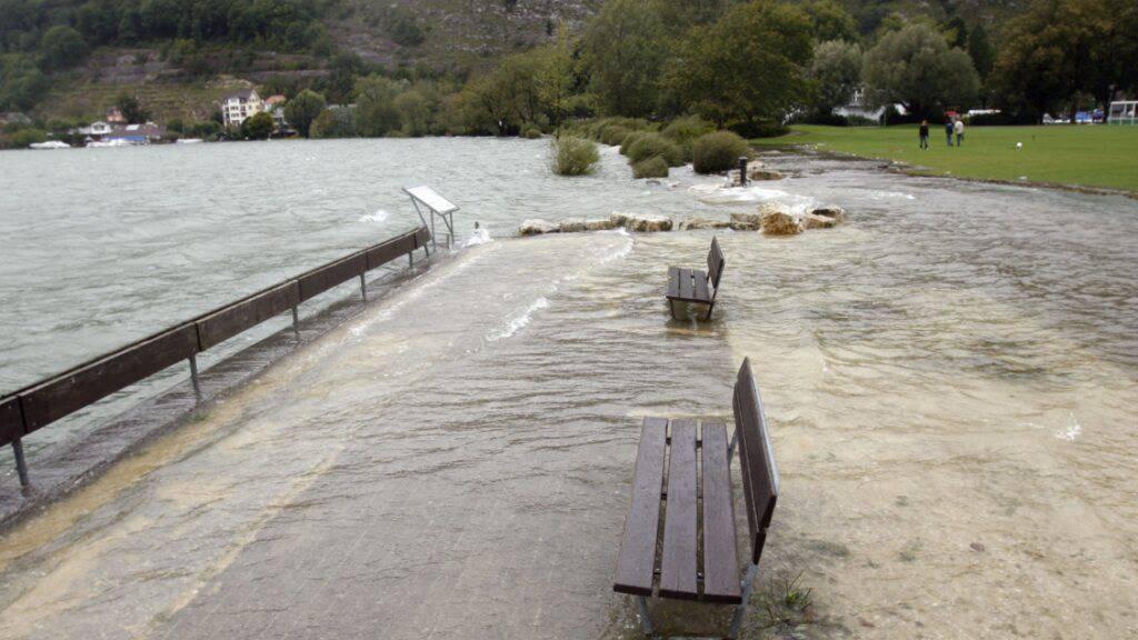 Das Ufer des Bielersees im August 2007: Solche Verhältnisse wie damals oder wie zwei Jahre zuvor könnten laut dem Kanton Bern auch dieses Jahr herrschen.